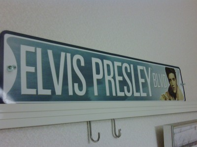 Elvis Presley Blvd plate